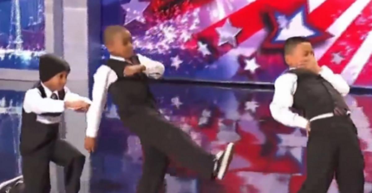 Video: Probabil cel mai tare dans realizat de o trupa de copii! Au ridicat sala in picioare cu numarul lor