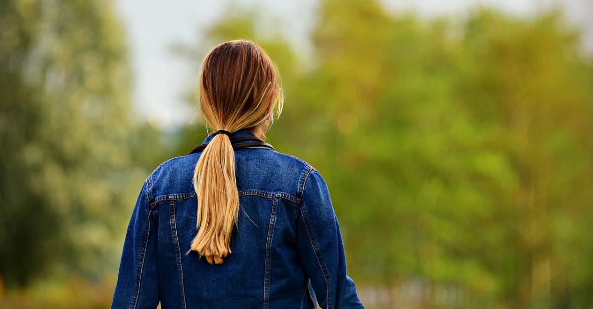Ce se întâmplă dacă îți prinzi prea des părul în coadă