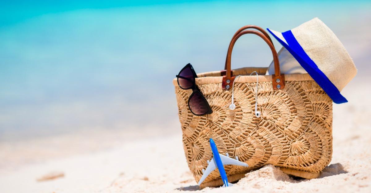 Cu chef de hoinarit: 5 modele de genti de plaja in care sa iti incapa voia buna