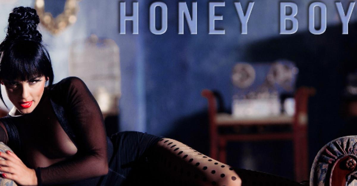 Lavinia lanseaza Honey Boy