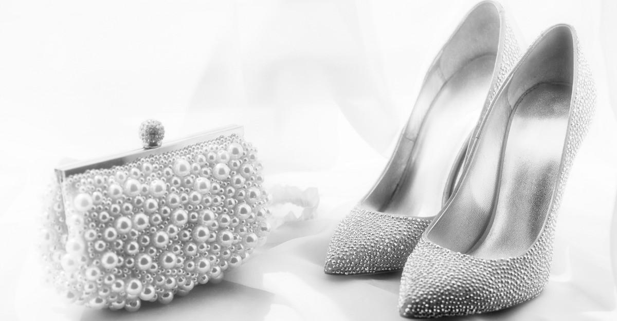Pantofi argintii si aurii pentru tinuta de Revelion