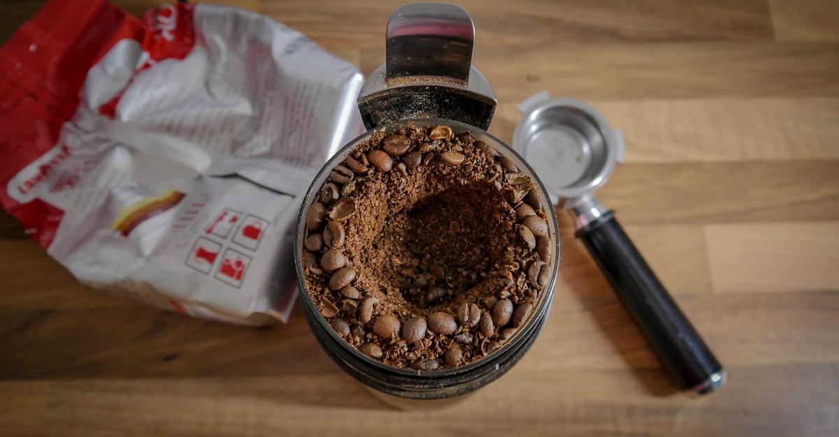 Zatul de cafea, secretul sanatatii tenului tau: cum sa scapi de punctele negre
