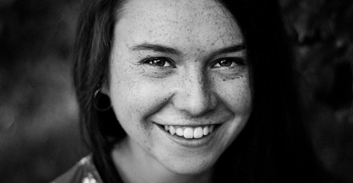 Explicatiile psihologului: Cum facem diferenta dintre un zambet fals si unul real?