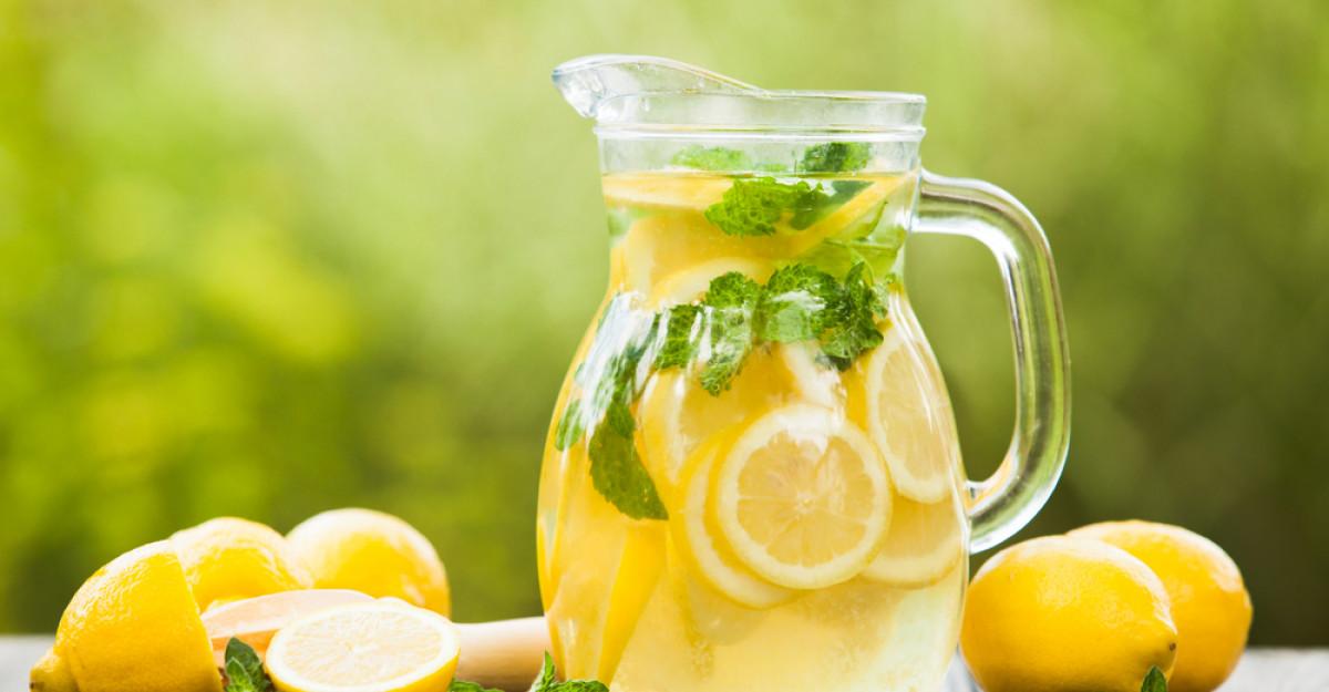 5 trucuri de detoxifiere pentru a-ți recăpăta energia