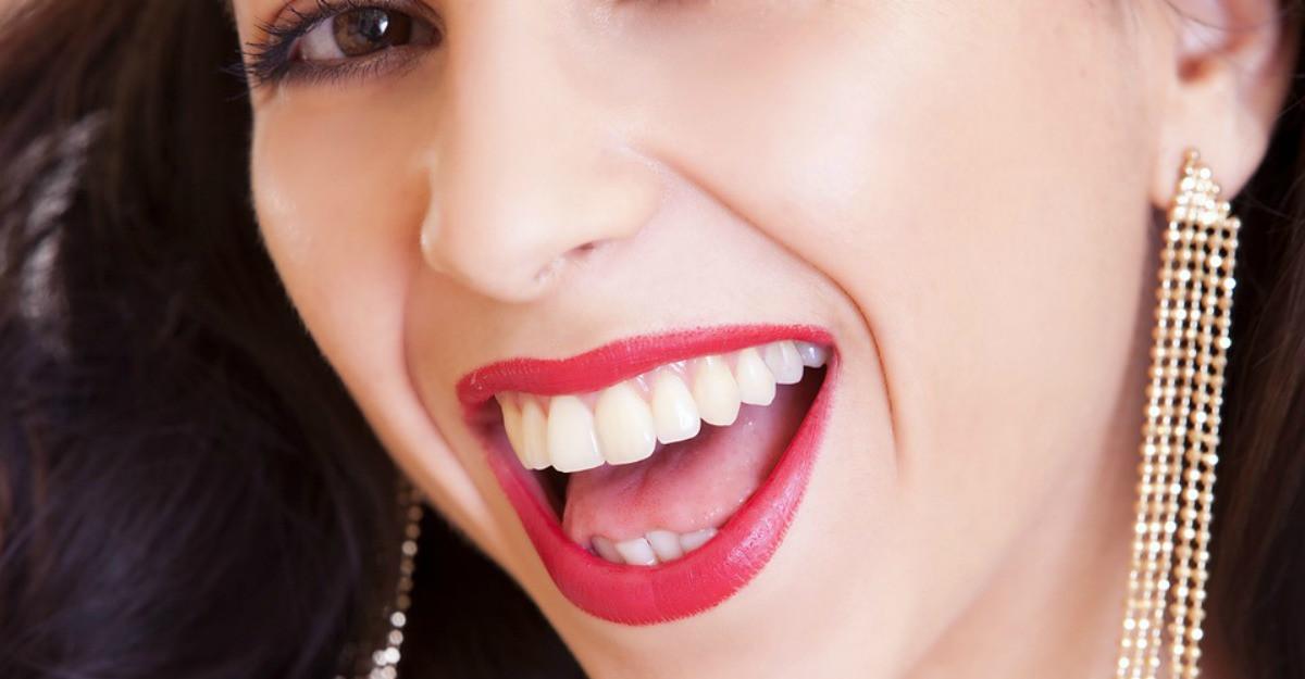 5 sfaturi esențiale pentru dinți și gingii sănătoase