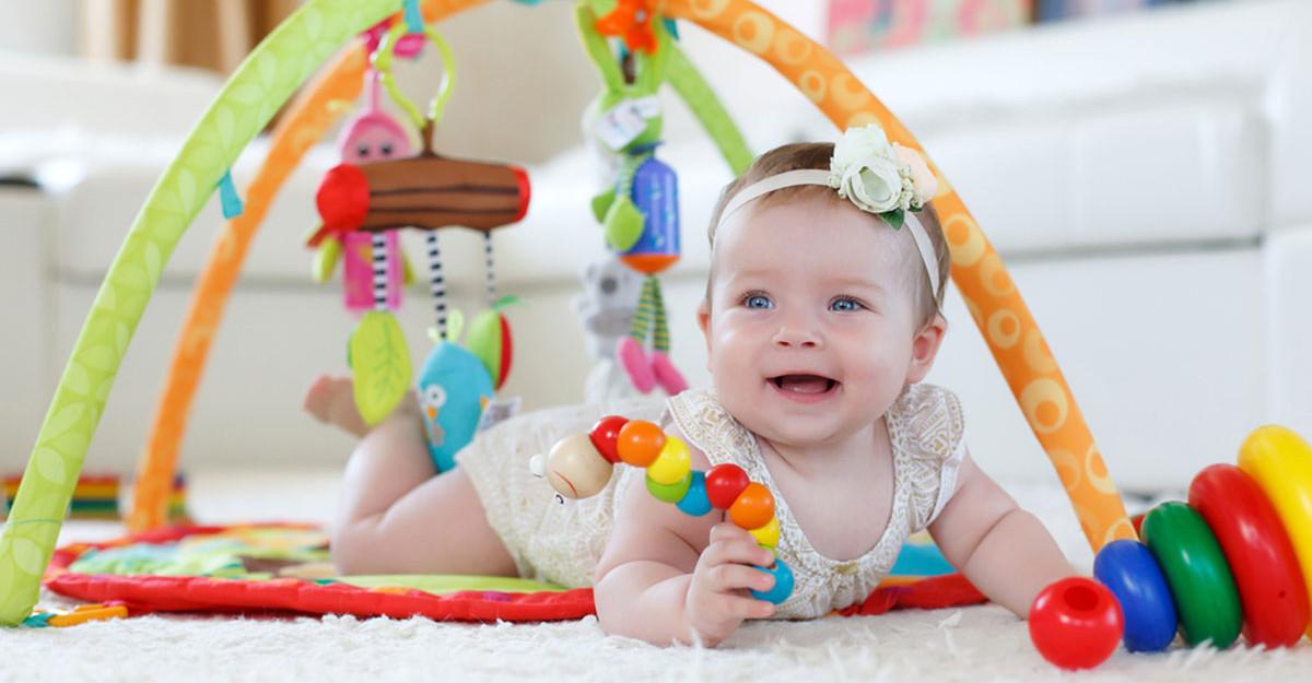 Idei de jucării și activități pentru bebeluși 0-6 luni