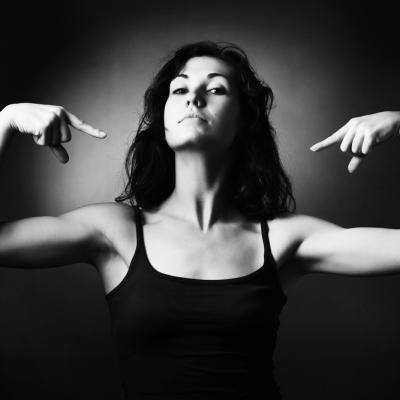 Dragă femeie specializată în multitask, scrii după dictare sau îți scrii propria poveste?