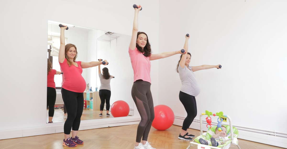 Recăpătarea siluetei după naștere: sfaturi de la specialistul în antrenamente dedicate proaspetelor mămici