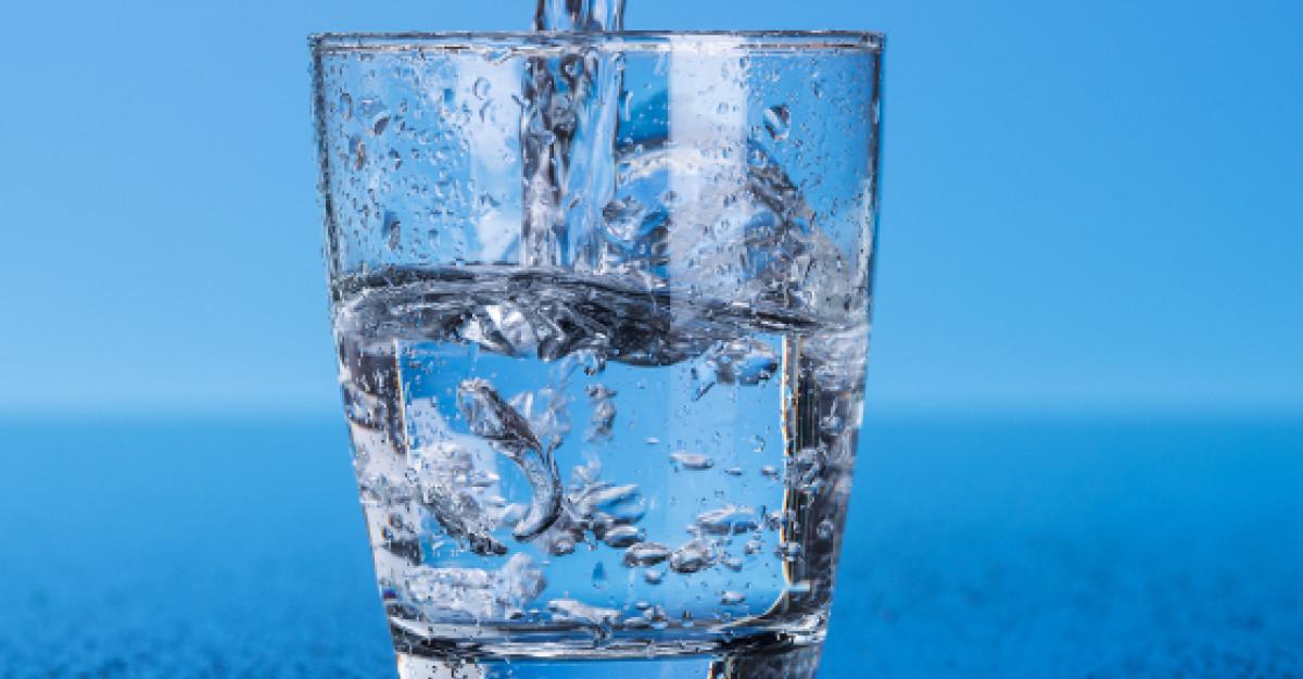 Caldura mare, mon cher! Ce apa sa bem? Apa de la robinet sau apa imbuteliata?