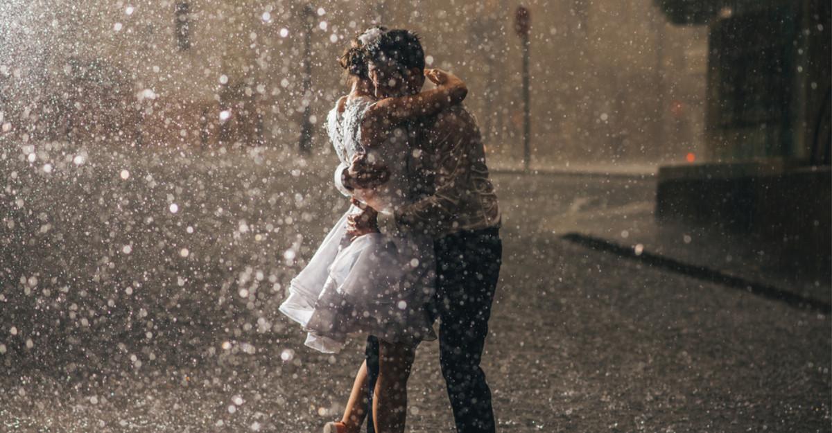 Daca te iubeste cu adevarat, te va tine strans in brate in cele mai crunte furtuni