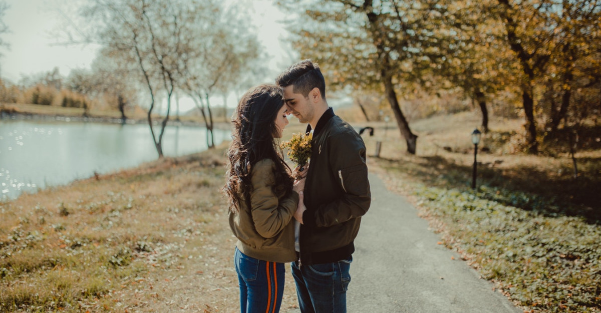 4 Moduri de a îți iubi mai profund partenerul de cuplu