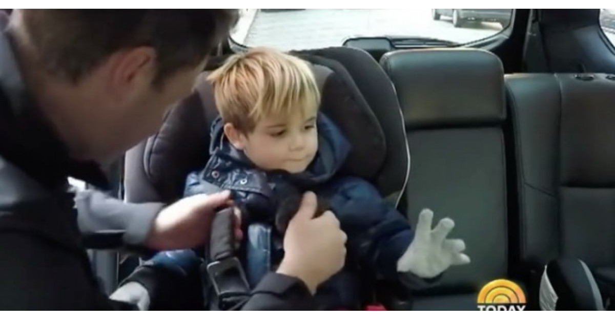 Sa nu faci NICIODATA asta cand pui copilul in scaunul de masina
