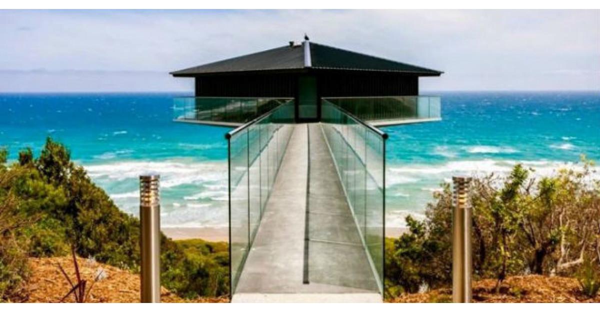 Imagini reale: Aceasta casa incredibila pare sa pluteasca deasupra marii