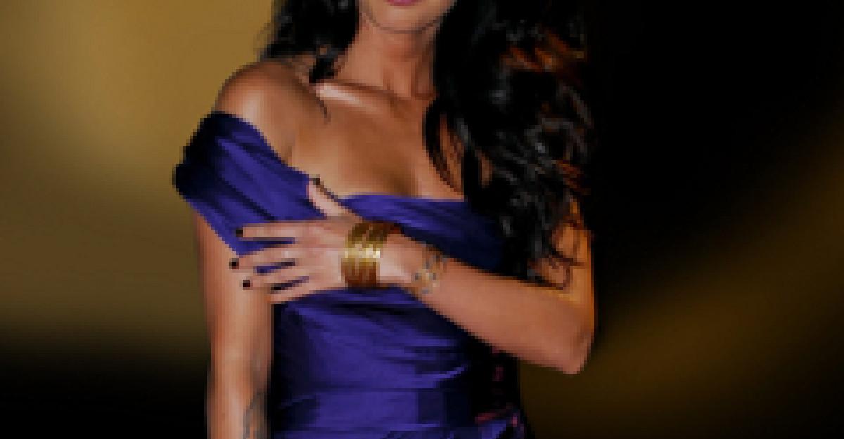 Video: Megan Fox, o diva pentru Armani