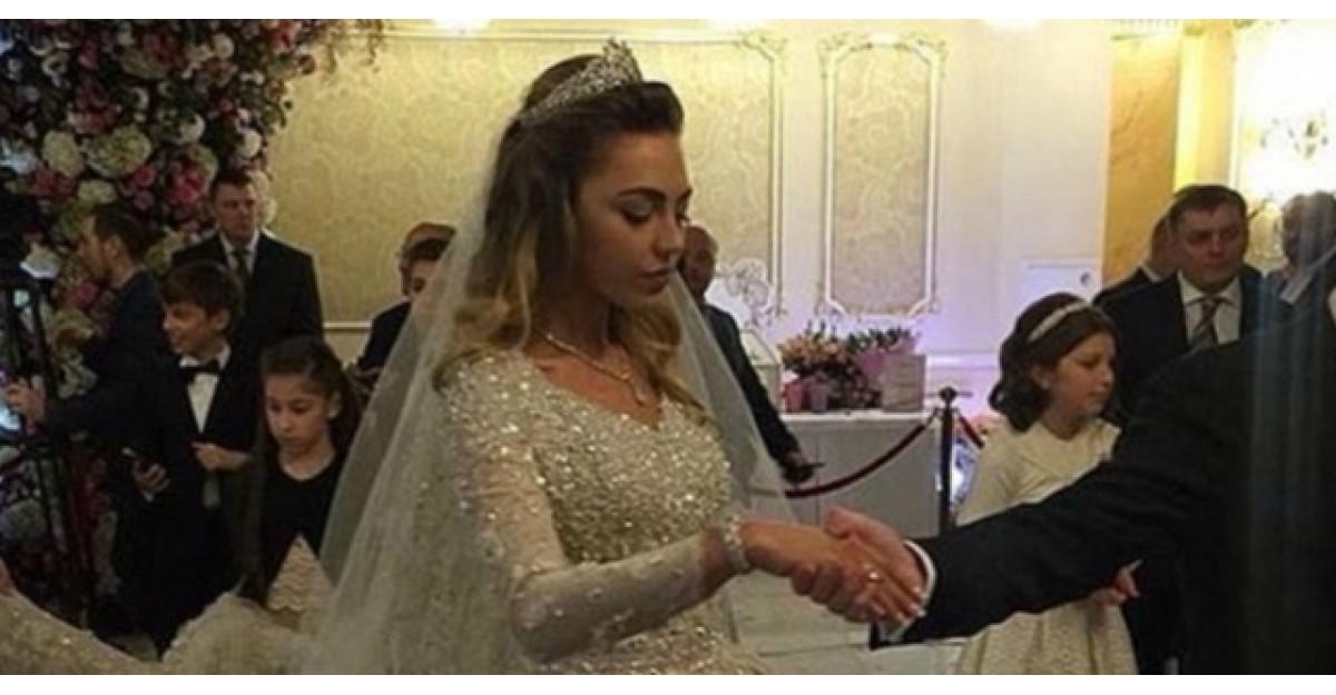 Cea mai scumpa nunta din lume. Iata cum arata rochia miresei in partea de jos