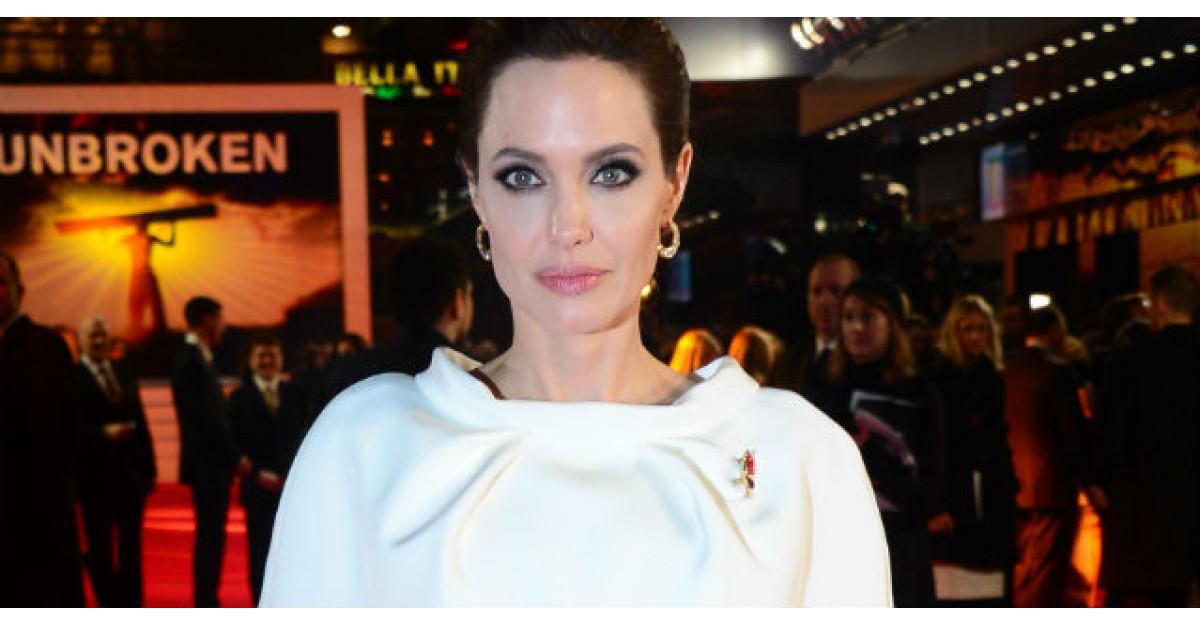 Fotografii nud cu actrita Angelina Jolie, scoase la vanzare in Londra. Cat costa imaginile