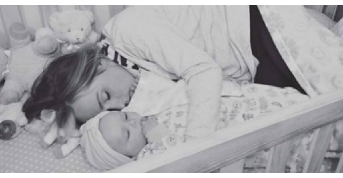 Cand a venit acasa, si-a gasit sotia in patut cu bebelusul. Ce a urmat?