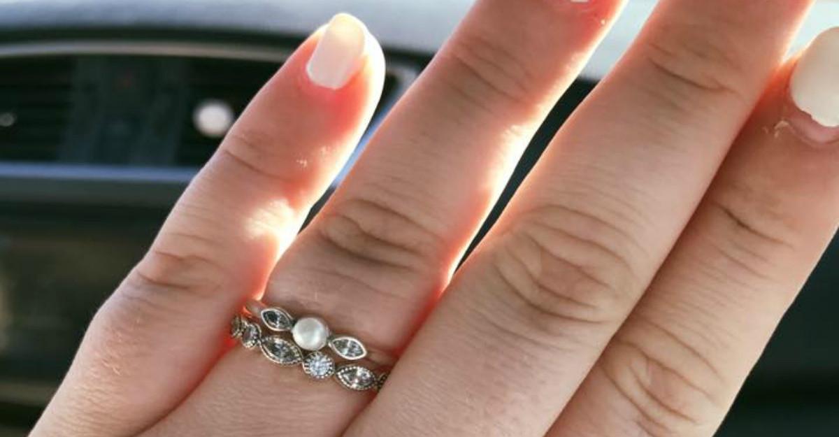 Chiar ai nevoie de un inel de logodna scump ca sa spui DA?