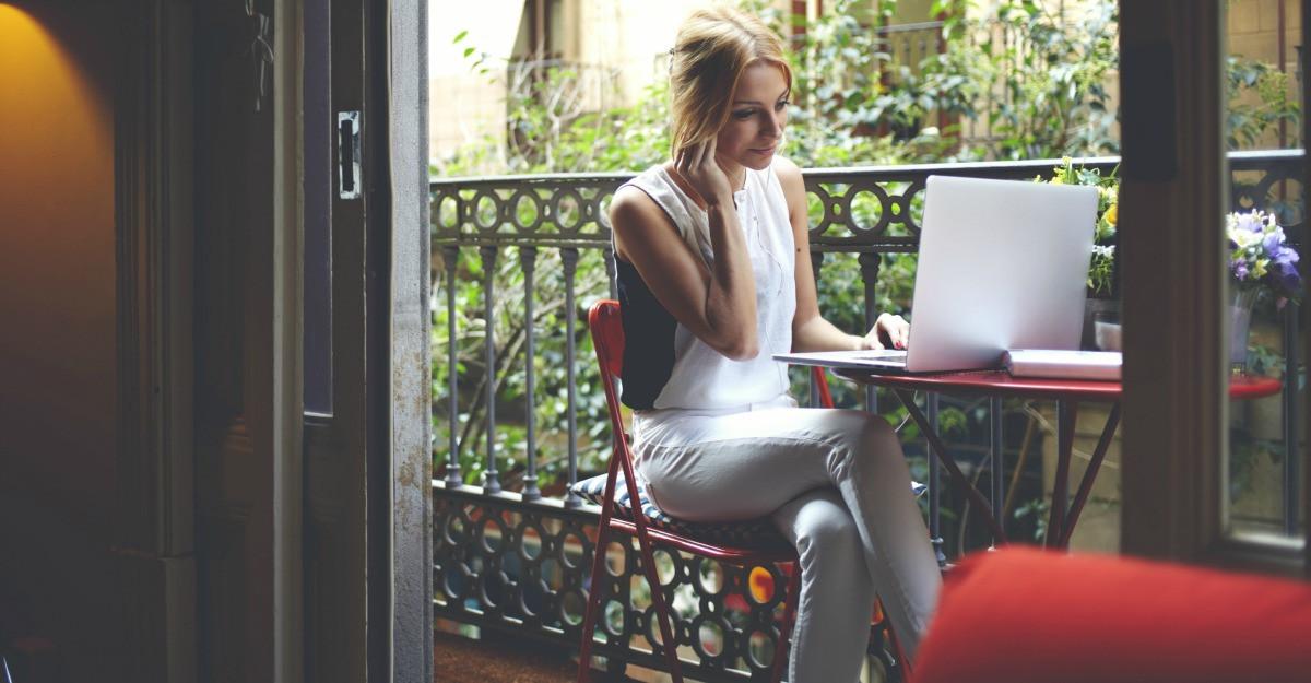 Modele de tricouri personalizate pentru bloggerite. Tie care ti se potriveste?