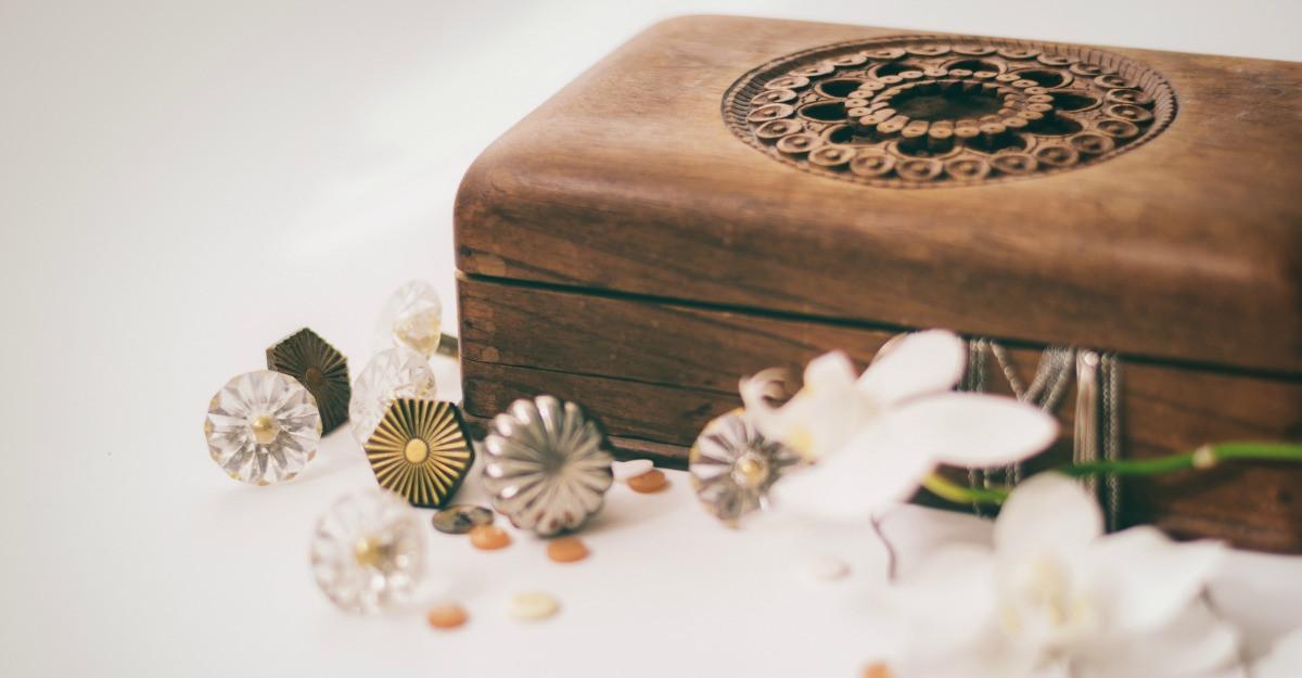 Cutii pentru depozitat bijuterii si amintiri