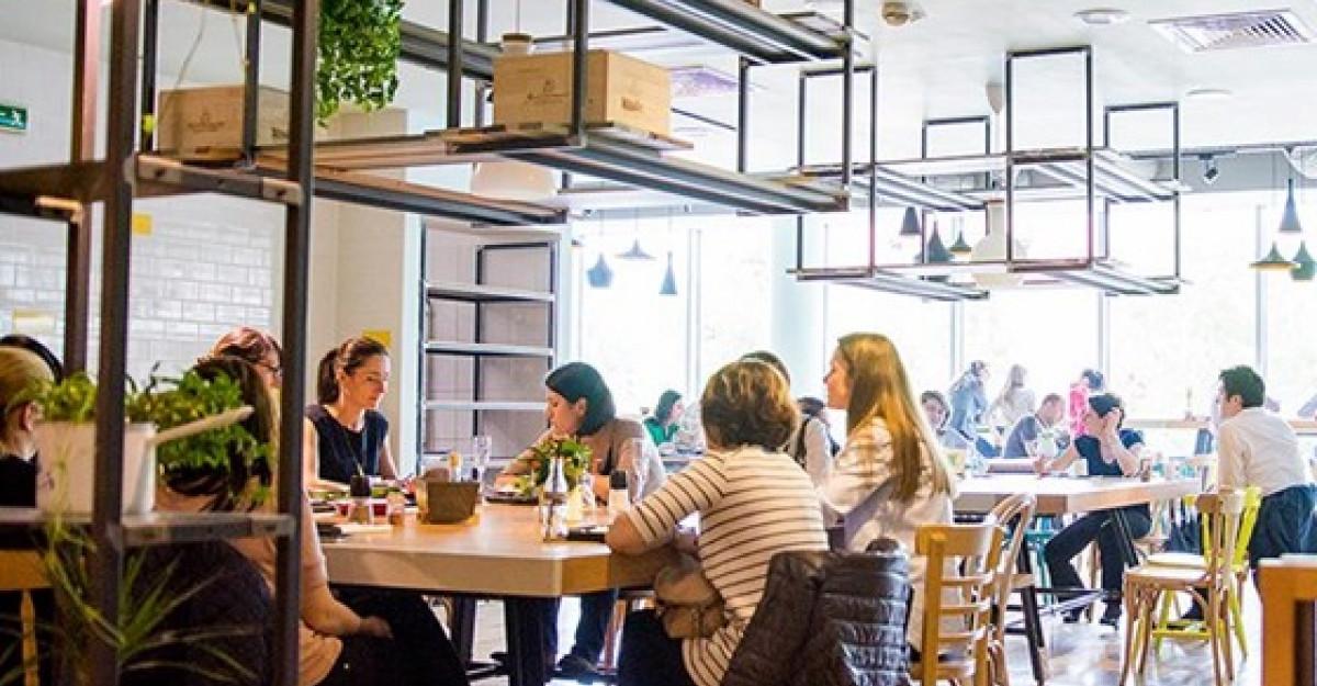 Stradale, restaurantul condus de Chef Foa, a atras peste 10.000 de clienti in prima luna si pregateste inca o premiera