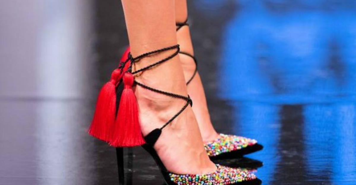 In aceasta vara se poarta sandalele in culori dulci si pastelate