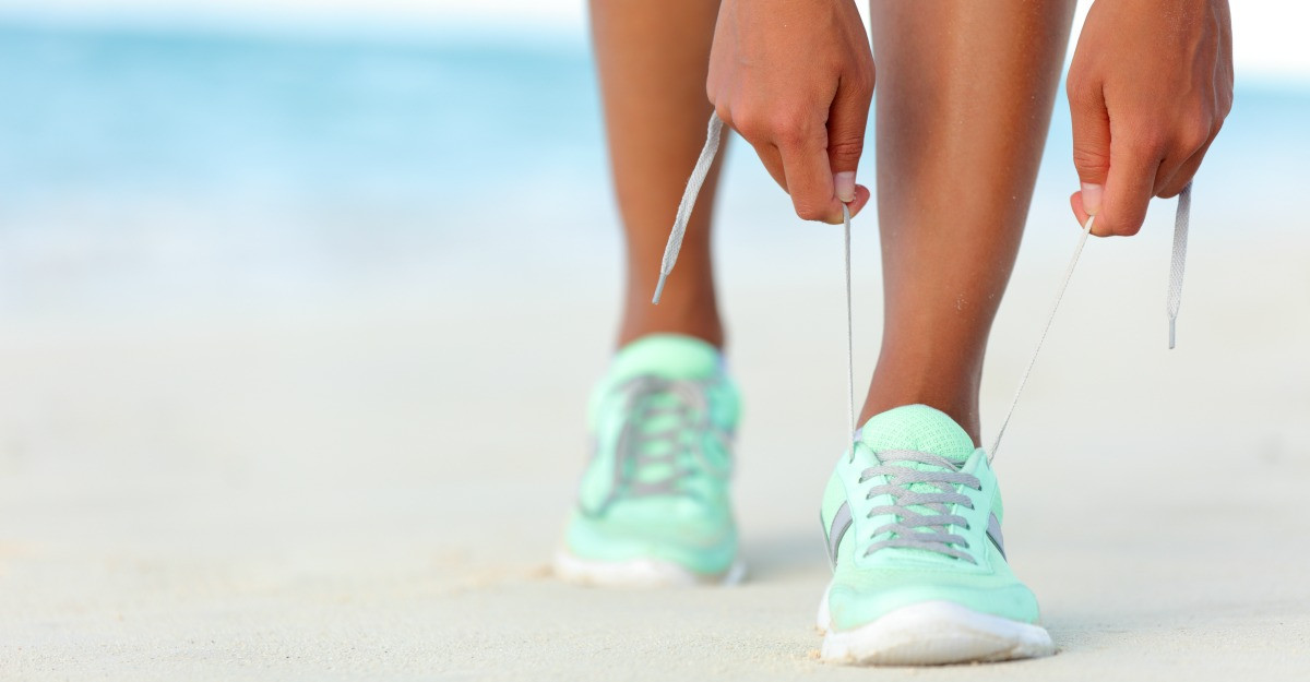 Pantofi sport in culori pastel: note chic in tinute sport