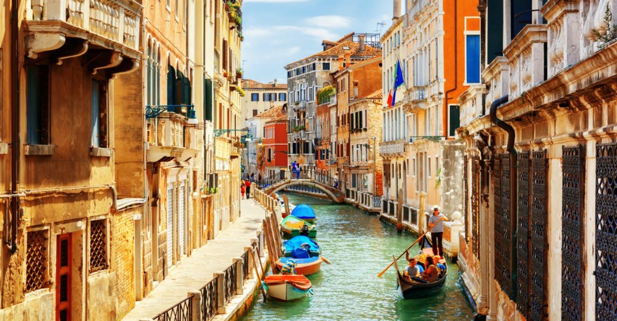 Romanii calatoresc cu aproape 50% mai ieftin in vacantele de toamna