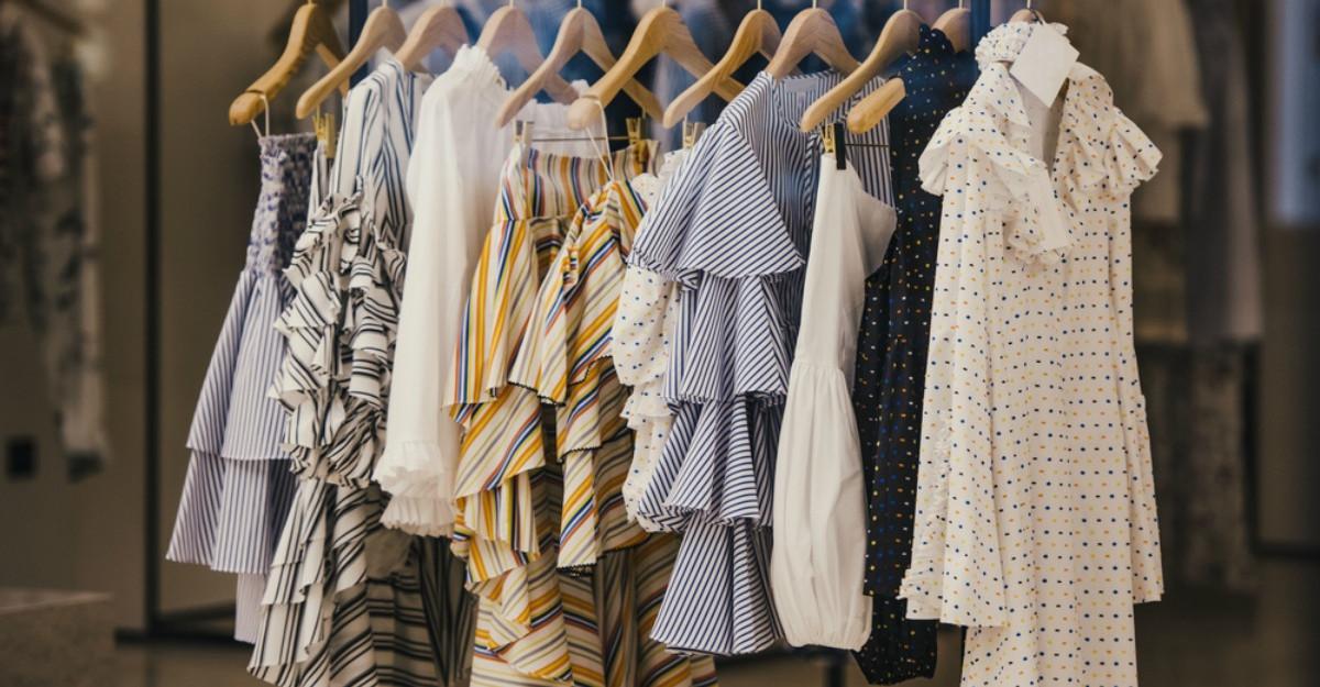 Cum imi reinventez garderoba fara sa cumpar haine noi
