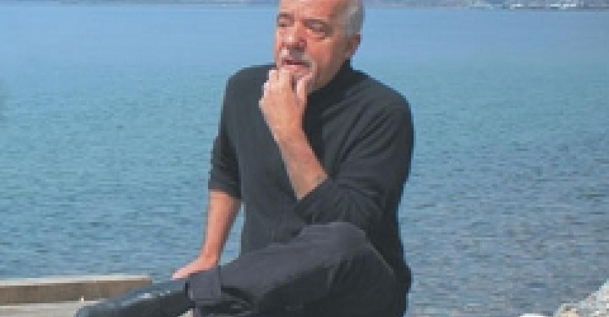 Concurs: Castiga un roman de Paulo Coelho cu autograf!