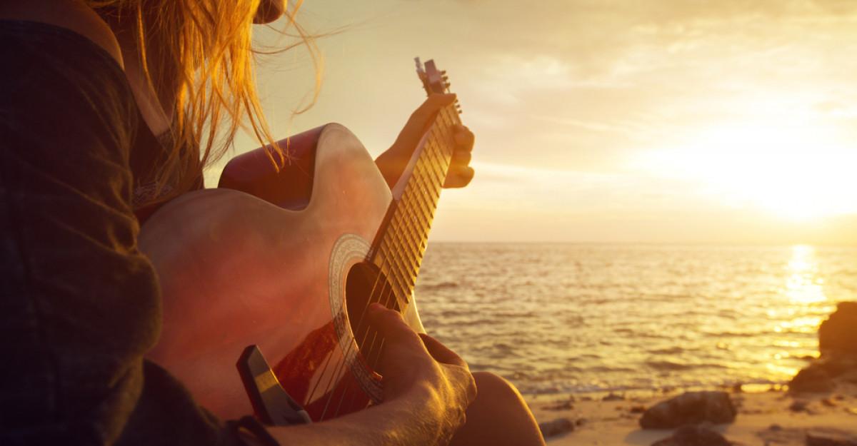 4 clisee toxice pe care le-ai invatat din cantecele de dragoste: Iti afecteaza viata amoroasa mai mult decat crezi