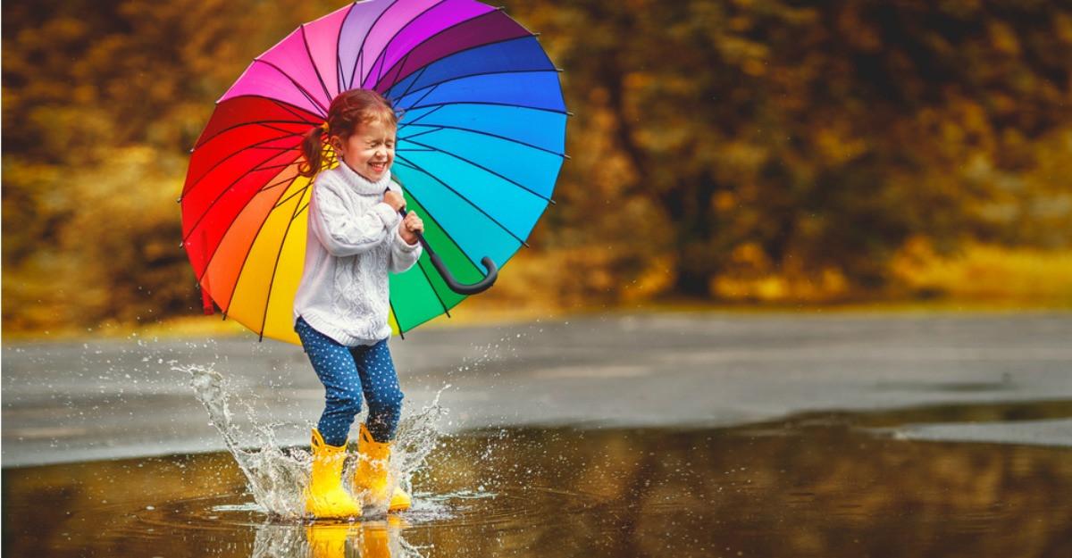 Ploaia ca o joacă: 7 umbrele pentru copiii năzdrăvani