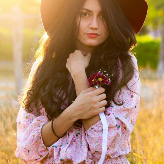 Cum să porți rochițe de vară cu flori ca să fii la modă