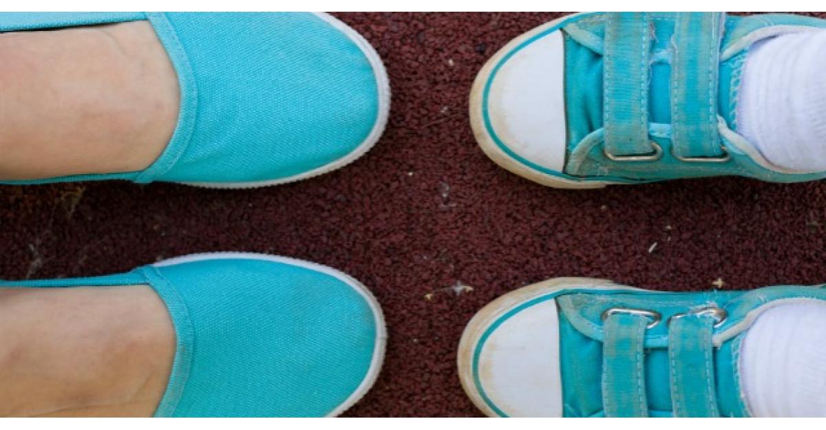 Poveste adevarata: Doamna cu pantofi albastri care a impresionat toata Romania