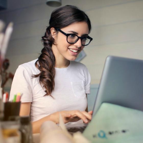 5 produse must have pentru confortul tău la birou: fă-ți munca mult mai ușoară!