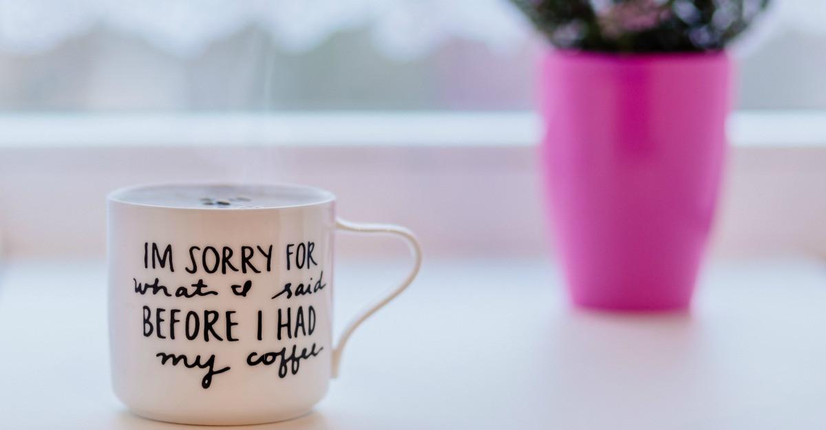 Cani pentru cafea la birou: incepe ziua in forta!
