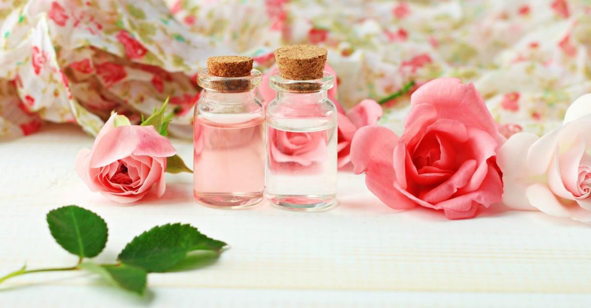 Apa florala: 4 tipuri pentru ingrijirea ta