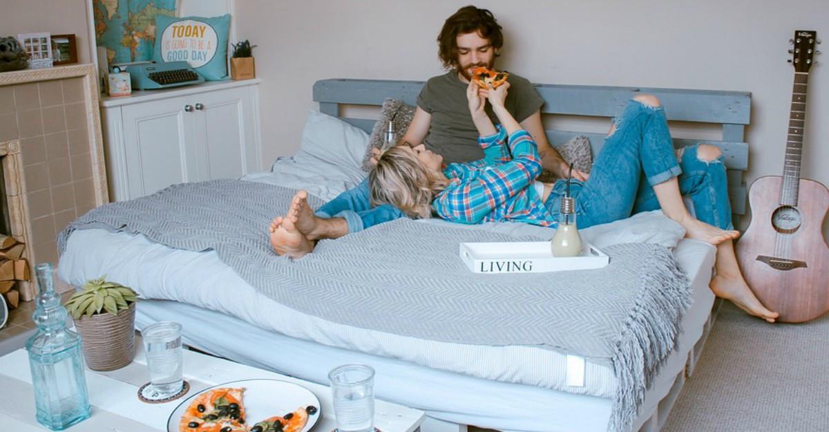 Lenjerii de pat cu mesaje romantice sau simpatice pentru un start de zi reușit