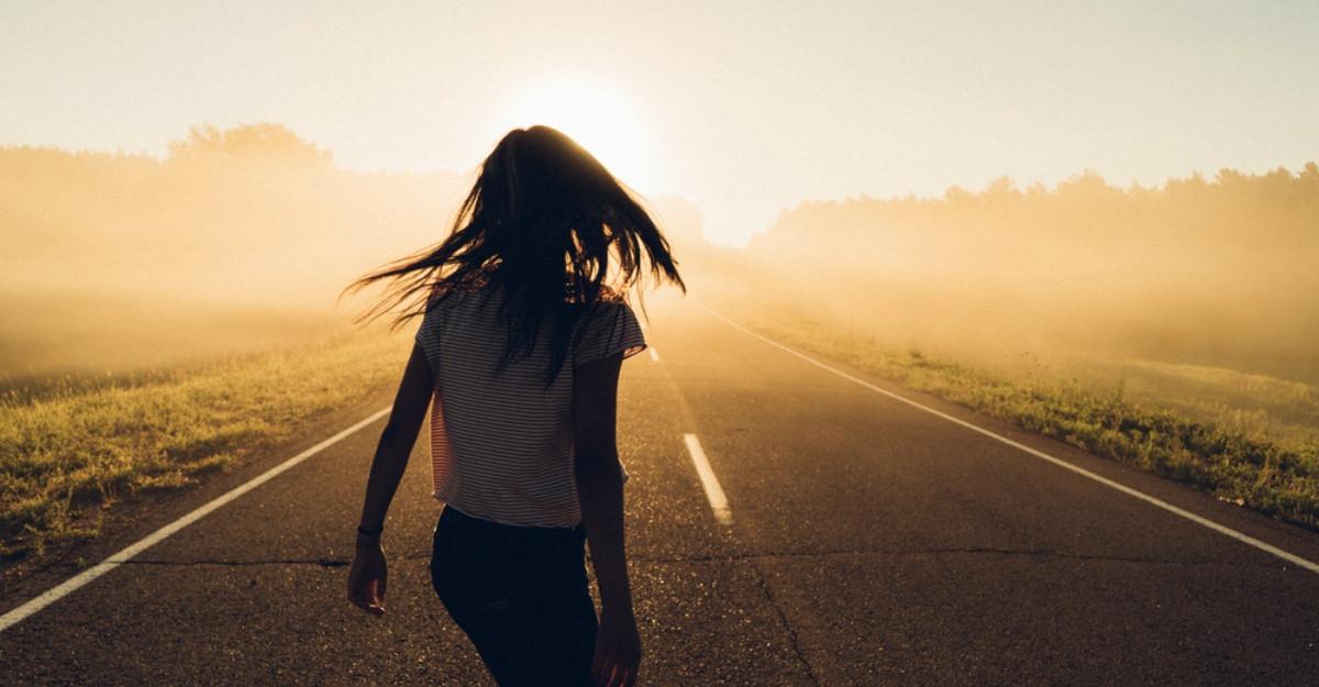 13 Lucruri pe care le înveți pe măsură ce renunți la tot ce nu poți controla