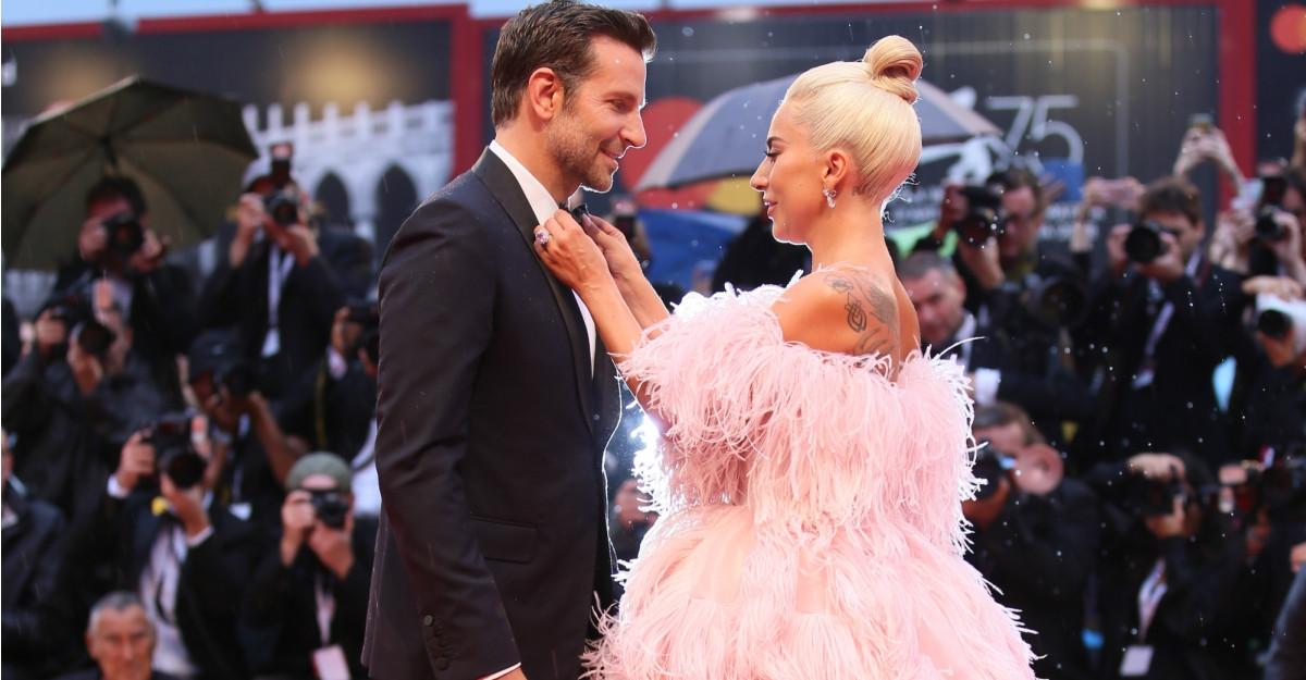 Chimia dintre Lady Gaga și Bradley Cooper funcționează și în afara ecranului