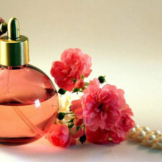 Cum alegi parfumul potrivit și să nu te lași influențată