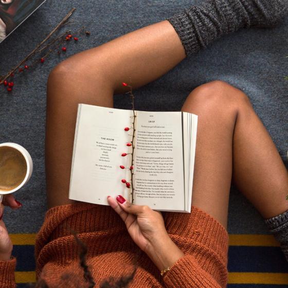 Rochia-pulover lungăde toteste ideală pentru zilele relaxate de weekend