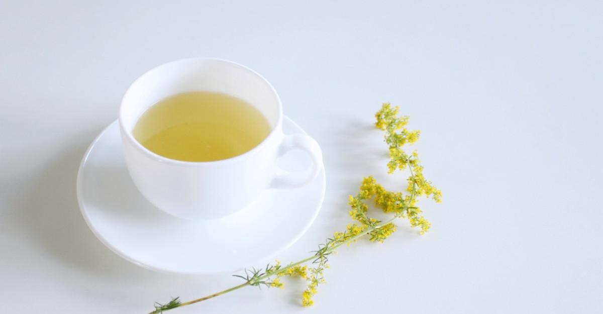 Beneficiile ceaiului de flori de sanziene