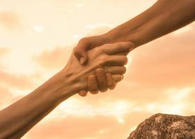 5 moduri prin care sa-i ajuti pe cei din jur fara sa te pierzi pe tine