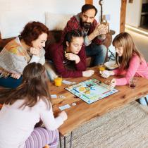 Jocuri de societate pentru copii si adulti: distractie, indemanare si povesti inedite