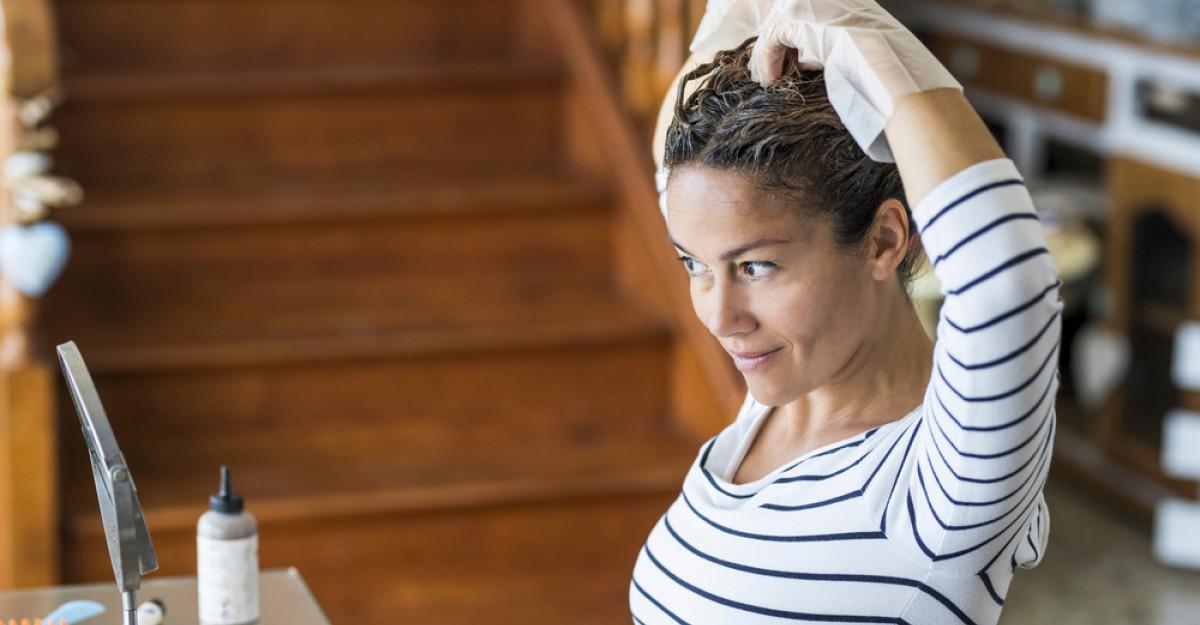 10 trucuri pentru colorarea părului acasă