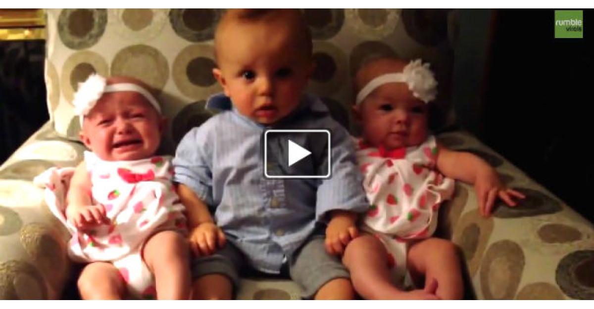 Video adorabil: Un baietel dragalas vede pentru prima data in viata lui GEMENE. Reactia este incredibila