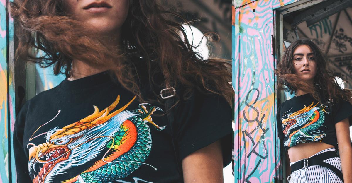 Tricourile cu imprimeu fantastic sunt la modă și adaugă un plus de culoare