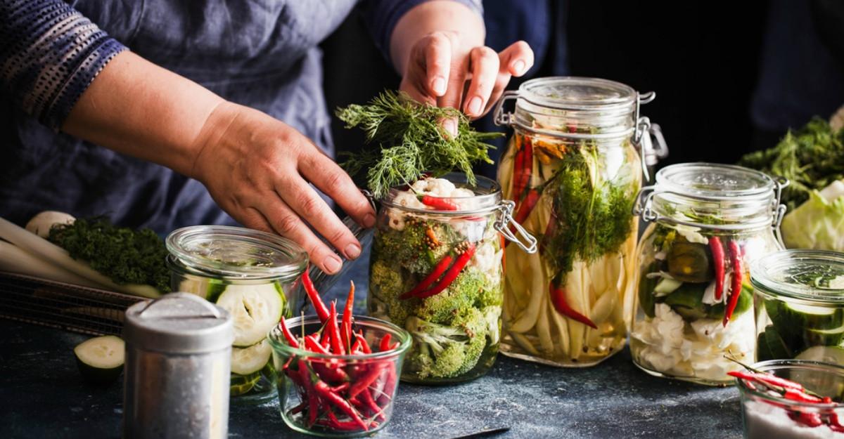 Avertismentul medicilor: Ce trebuie să ştii înainte de a mânca murături
