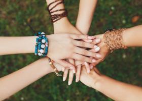 Despre femeile din viata noastra: Traiesc cu certitudinea ca lumea e tinuta in viata de femei